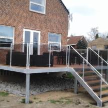 Terrasse klar til sommer.